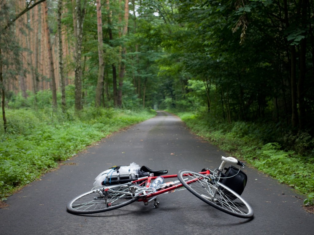Can you believe that this was a bike lane through the forest? I guess that it is used by people to move from one village to the other. In my experience, for asphalt riders, Germany is a paradise: lots of segregated and high quality lanes.